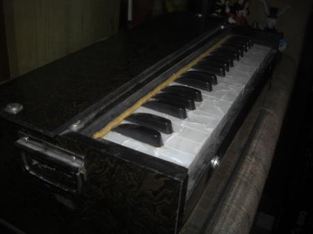 A harmonium...
